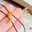Käepael võikollase merevaiguga chip