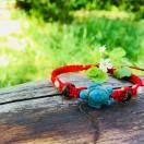 Punane punutud käepael kilpkonnaga