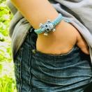 Punutud käepael hele sinine pealuu